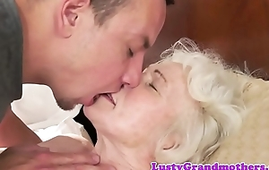 Dickloving gilf gets her hairy pussy fucked